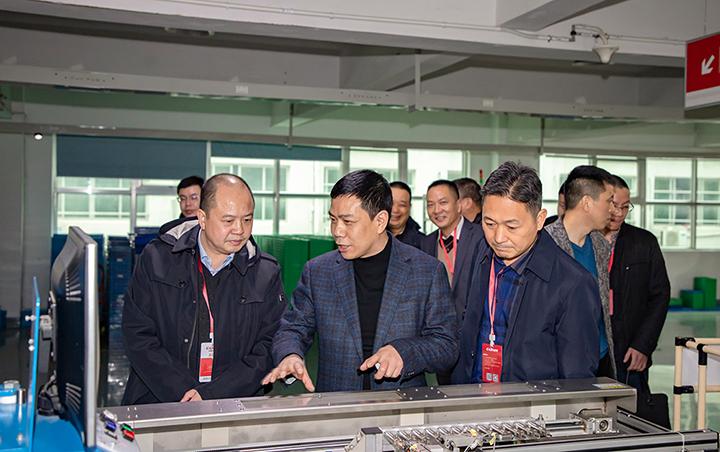欣灵总裁张彭春介绍自动化生产