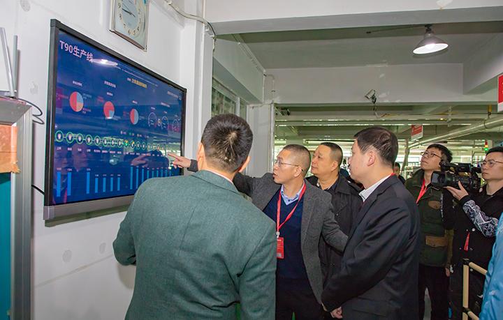 方晖市长一行参观欣灵继电器生产线上云项目