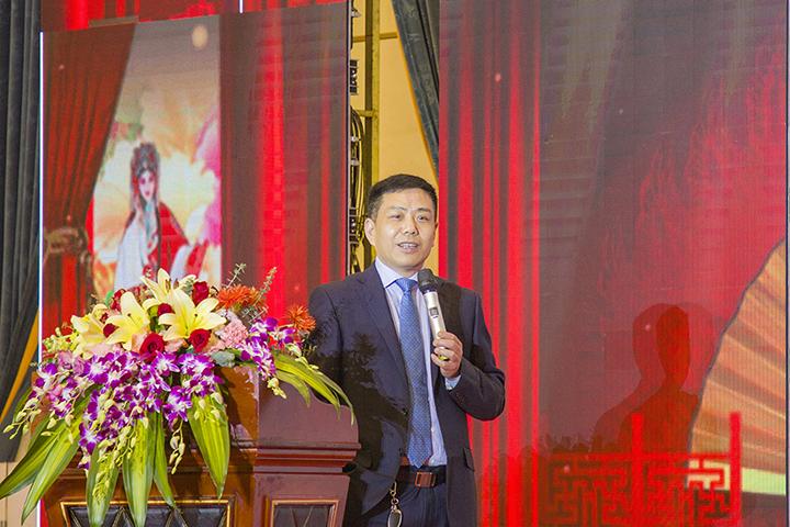 总裁张彭春发表讲话